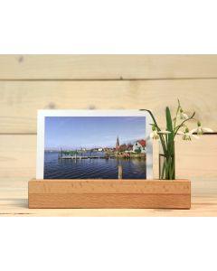 Postkartenhalter aus Holz mit Vase